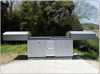 カラーステンレス鋼板の高級屋根材と高品位な金属サイディング材の採用